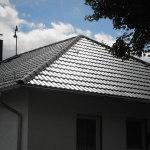 Eindeckung eines Wohnhauses mit Metalldachpfannen